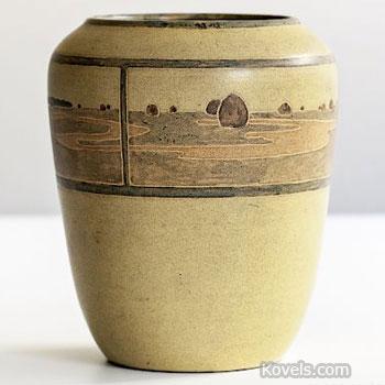 rare c.1909 Marblehead Pottery vase