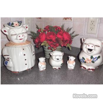 Smiley Pig kitchenware