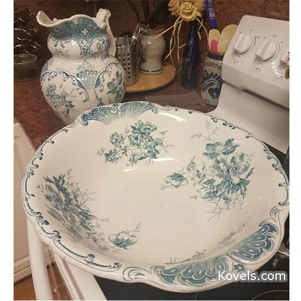 T.G. Green washbowl set