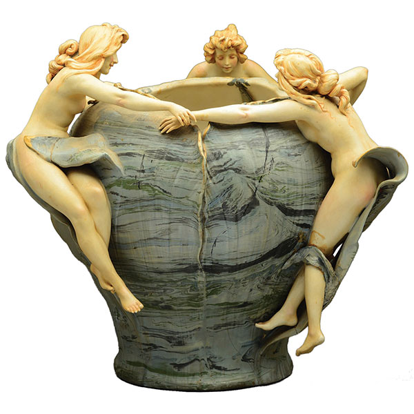 Amphora vase with three nudes
