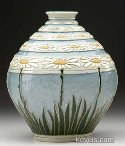 Roseville, vase, Della Robbia