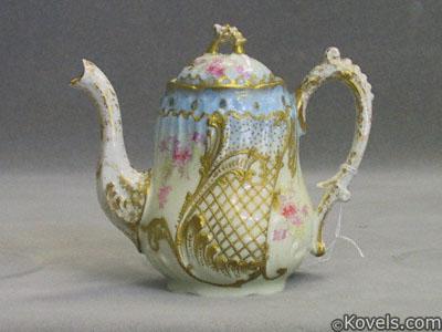 Limoges L.R. & L. porcelain teapot