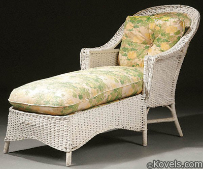 Wicker chaise longue