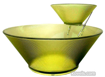Federal Glass Co. made this Norse pattern chip-and-dip set of lime green glass. The Scandinavian-style dishes were offered online at RetroTraderz for just $15.